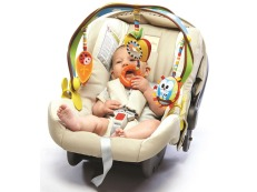 Baby-in-car-seat-with-toy-bar1